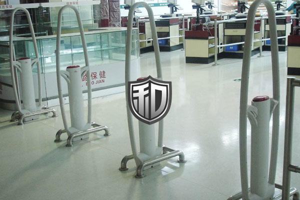 商场名牌箱包专卖店使用5支F-S3声磁防盗器