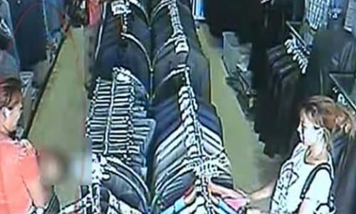 用小孩儿作掩护盗窃服装店衣服