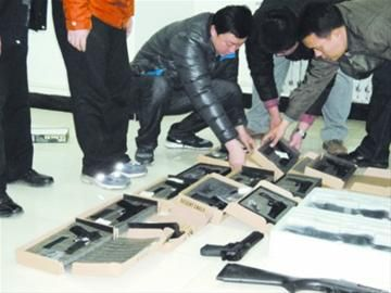 沈阳桃仙机场安检机通道惊险长管钢珠枪43支[图]