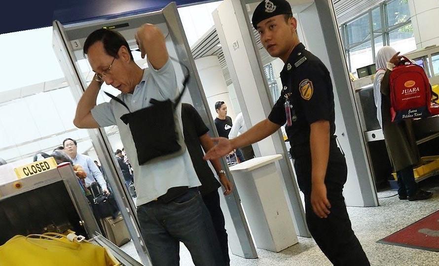 吉隆坡机场安检门检测通道安保形同虚设[图]