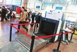 北京火车站启动金属探测仪逐一手检程序