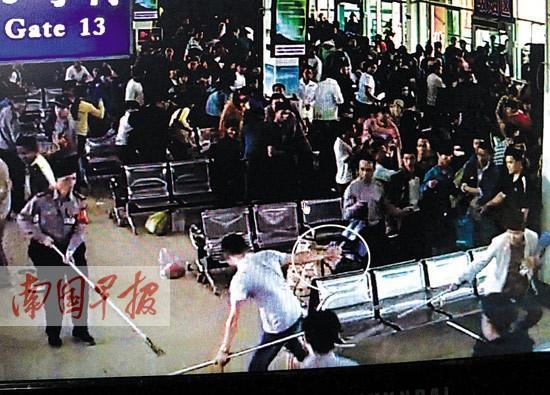 行李安检机扫描遭遇持刀男  事发江南客运站[图]
