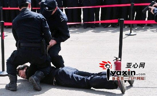 乌鲁木齐市92个BRT站台陆续装安检门