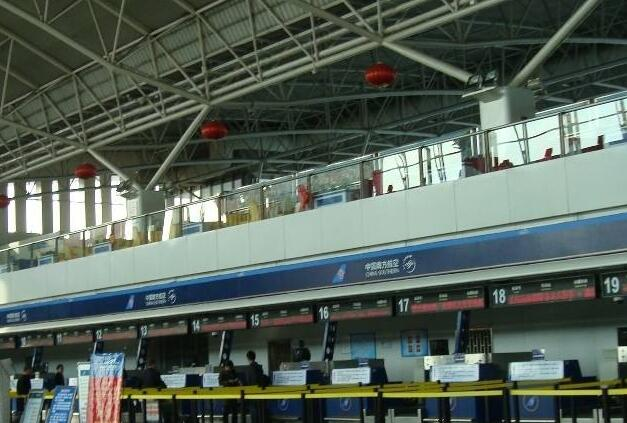 金属安检门厂家:乌鲁木齐机场安检总站组织观看陈列馆.jpg