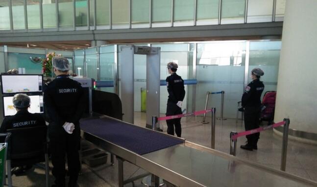 测温安检门-首都机场安保公司积极行动开展疫情防控工作.jpg