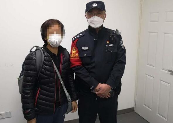 安检门检测粗心 女士物品遗落火车.jpg