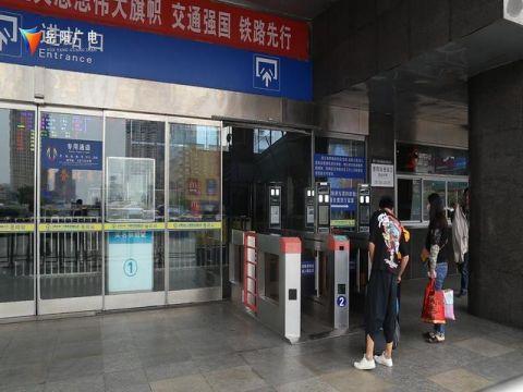 测温安检门发挥威力 岳阳对这6趟北上火车实施二次安检.jpeg